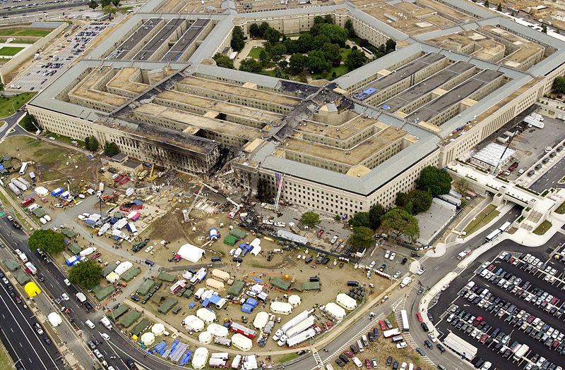 800px-Pentagon_on_9.11_-_2