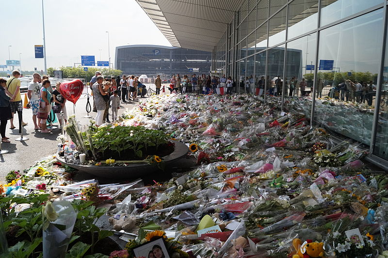 Bloemenzee op Schiphol voor slachtoffers MH17